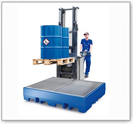 Auffangwanne PolySafe ECO aus Polyethylen, Gitterrost verzinkt, für 4 Fässer à 200 L (Anordnung 2x2)